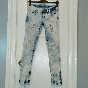 5/$30 Washed denim ripped jeans